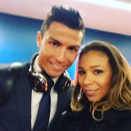 Theo chan sao: Ronaldo selfile cung vo Thiago Silva - Anh 1