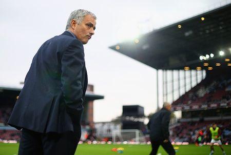 Thua tran thu 5 o NH Anh, Mourinho co nguy co bi sa thai - Anh 16