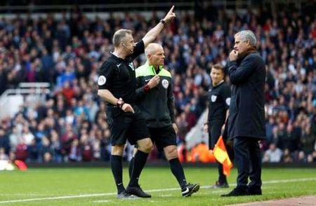 Thua tran thu 5 o NH Anh, Mourinho co nguy co bi sa thai - Anh 24