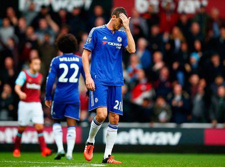 Thua tran thu 5 o NH Anh, Mourinho co nguy co bi sa thai - Anh 25