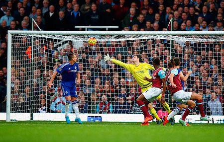 Thua tran thu 5 o NH Anh, Mourinho co nguy co bi sa thai - Anh 27