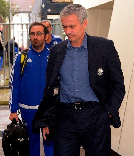 Thua tran thu 5 o NH Anh, Mourinho co nguy co bi sa thai - Anh 9