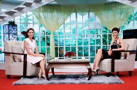 Hoa hau Pham Huong tu nhan ve diem yeu va loi song chanh choe - Anh 2