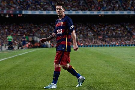 Messi dang gan voi Premier League hon bao gio het. Carlos Vela muon toi My - Anh 1