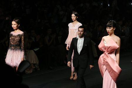Ly Nha Ky cam on va tiet lo nhung dieu chua biet trong Lynk fashion show 2015 - Anh 3