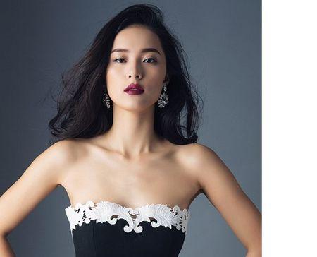 Tinh moi Cuong Dola khoe duong cong hoan hao voi vay ao sexy - Anh 1