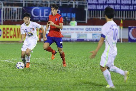 Ong Miura chinh thuc loai Que Ngoc Hai khoi U23 Viet Nam - Anh 2