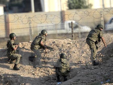 Tho Nhi Ky trien khai them 20 xe tang ap sat bien gioi Syria - Anh 1