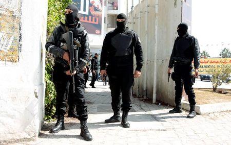 Tunisia ap dung bien phap an ninh moi sau vu danh bom xe buyt - Anh 1