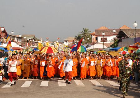Dac sac Le ruoc thap Pha Sat Phong cua nhan dan Lao - Anh 11