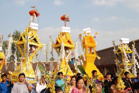 Dac sac Le ruoc thap Pha Sat Phong cua nhan dan Lao - Anh 2
