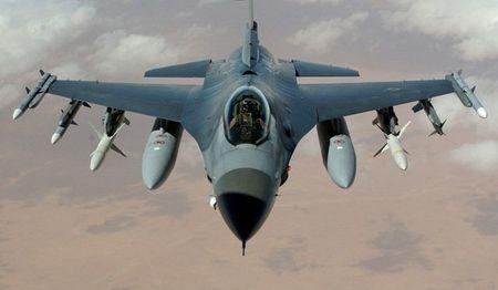 Chien dau co F-16 roi o My - Anh 1
