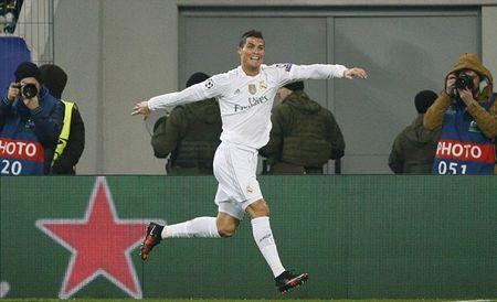 """Cristiano Ronaldo """"quay"""" tung bung mung ban thang - Anh 1"""