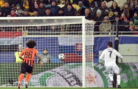 """Cristiano Ronaldo """"quay"""" tung bung mung ban thang - Anh 2"""
