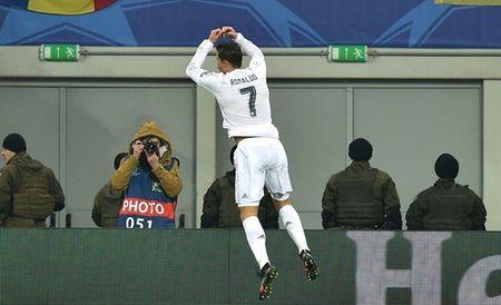 """Cristiano Ronaldo """"quay"""" tung bung mung ban thang - Anh 3"""