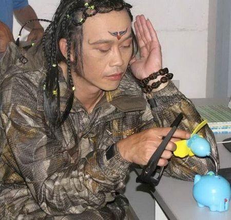 Nhung hinh anh ba dao nhat qua dat cua Hoai Linh - Anh 9