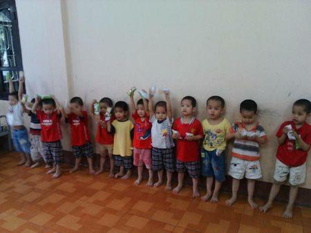 Tim bo me cho 12 tre bi bat coc duoc giai cuu o Quang Ninh - Anh 1