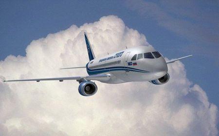 Soi may bay Sukhoi Superjet 100 Nga sap cung cap cho Viet Nam - Anh 10
