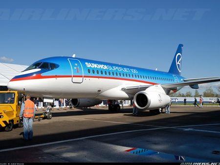 Soi may bay Sukhoi Superjet 100 Nga sap cung cap cho Viet Nam - Anh 1