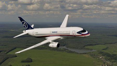 Soi may bay Sukhoi Superjet 100 Nga sap cung cap cho Viet Nam - Anh 2