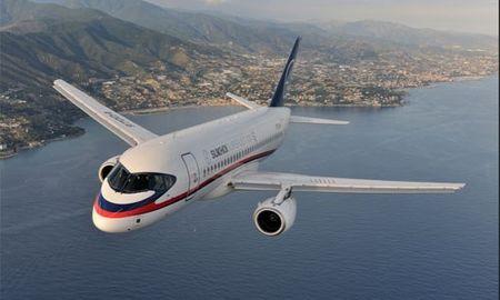 Soi may bay Sukhoi Superjet 100 Nga sap cung cap cho Viet Nam - Anh 7