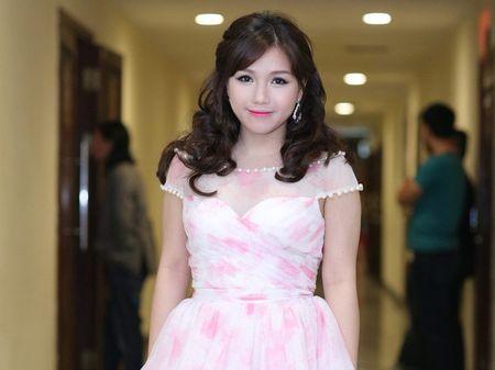 Bai hat Viet thang 11 – Su tro lai cua giong ca thien than Thuy Chi - Anh 2