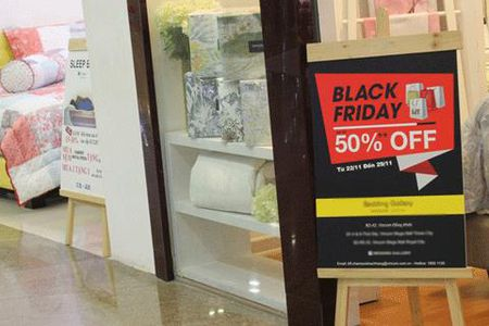 Khuy?n m?i Black Friday ki?u 'treo ??u d?, b?n th?t ch?' - Anh 2