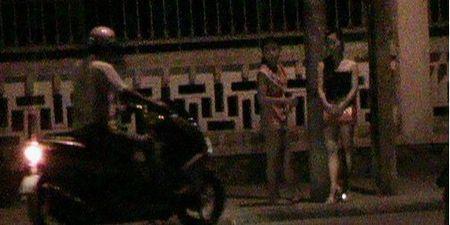 "Gai dung duong cau ket bao ke so soang tran tien ""khach lang choi"" - Anh 3"