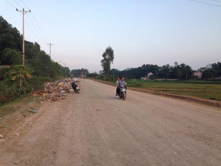 Ha Noi: Dan khon kho vi song chung voi bai rac trong khu dan cu - Anh 4