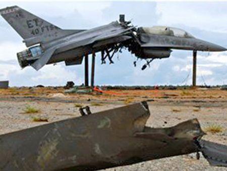 Tiem kich F-16 cua My vua roi khi dang tham gia huan luyen - Anh 1