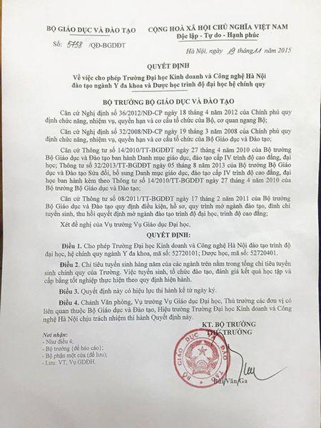 Thu truong Bo Y te len tieng vu DH Kinh doanh va CN dao tao y khoa - Anh 1