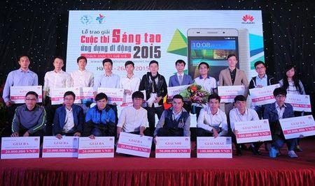 "Trao giai cuoc thi ""Sang tao Ung dung Di dong 2015"" danh cho sinh vien Viet Nam - Anh 1"