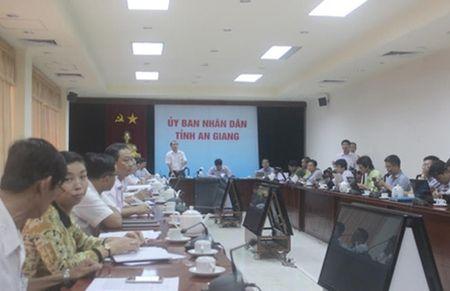 """Vu """"che"""" Chu tich tinh tren Facebook: Xin loi 2 nguoi bi xu phat - Anh 1"""