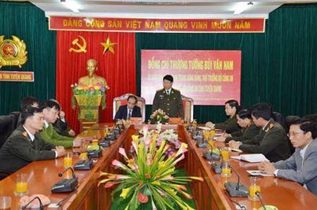 Thu truong Bui Van Nam kiem tra cong tac tai Tuyen Quang - Anh 1