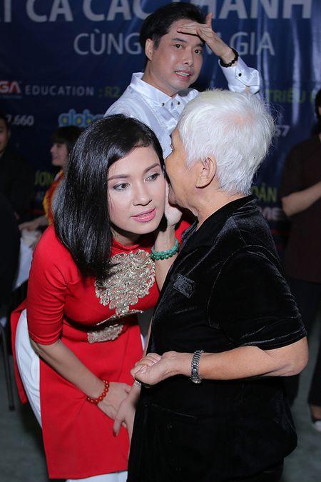 Viet Trinh hon Ngoc Son tham thiet trong sinh nhat som - Anh 6
