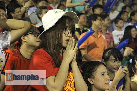 "Fan nu xinh thon thuc khi U21 HAGL""dau sung"" nghet tho - Anh 1"