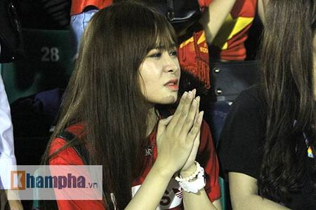"Fan nu xinh thon thuc khi U21 HAGL""dau sung"" nghet tho - Anh 3"