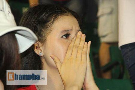 "Fan nu xinh thon thuc khi U21 HAGL""dau sung"" nghet tho - Anh 4"