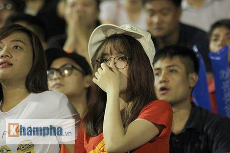 "Fan nu xinh thon thuc khi U21 HAGL""dau sung"" nghet tho - Anh 5"