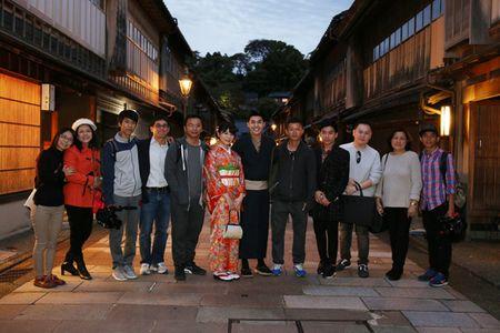 Co gai Nhat giup Noo Phuoc Thinh mac ao kimono - Anh 12