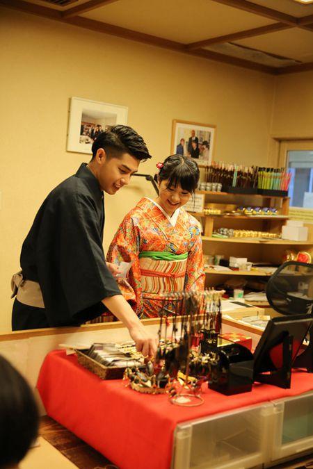 Co gai Nhat giup Noo Phuoc Thinh mac ao kimono - Anh 7