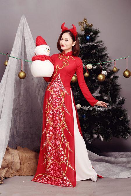 Lan Phuong ruc ro ao dai don Giang sinh - Anh 1