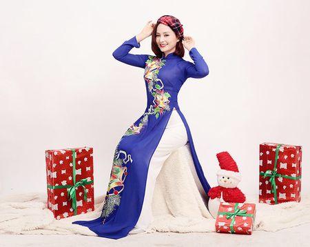 Lan Phuong ruc ro ao dai don Giang sinh - Anh 8