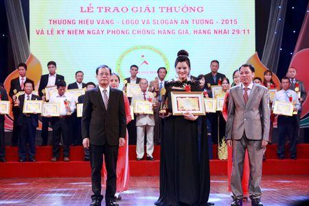 Vu Thu Phuong bung bau khe ne di nhan giai - Anh 5