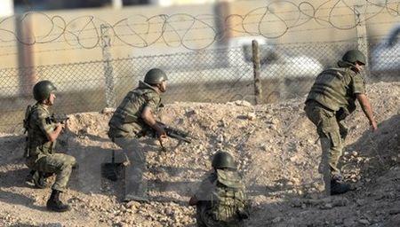 Ban tin 8H: Tho Nhi Ky mang 20 xe tang toi bien gioi Syria - Anh 1