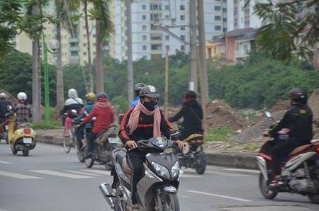 Nhiet do giam sau, nguoi Ha Noi 'thuong thuc' gio lanh mua Dong - Anh 18