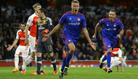 Arsenal va noi am anh kinh hoang mang ten Olympiakos - Anh 1