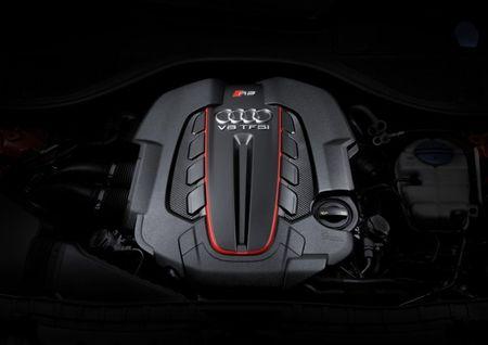So tai toc do giua Audi RS7 va thang may cua toa nha cao nhat the gioi - Anh 4
