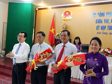 Mien nhiem chuc vu Pho Chu tich UBND tinh Kien Giang voi ong Nguyen Thanh Nghi - Anh 1