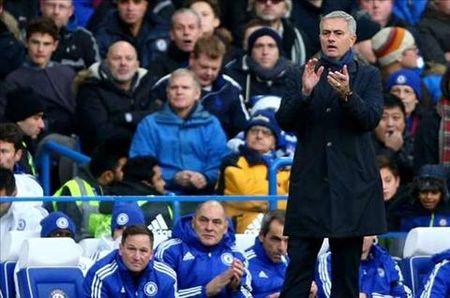 "Sau Mourinho toi luot Van Gaal bi hoc tro ""dam sau lung"" - Anh 1"